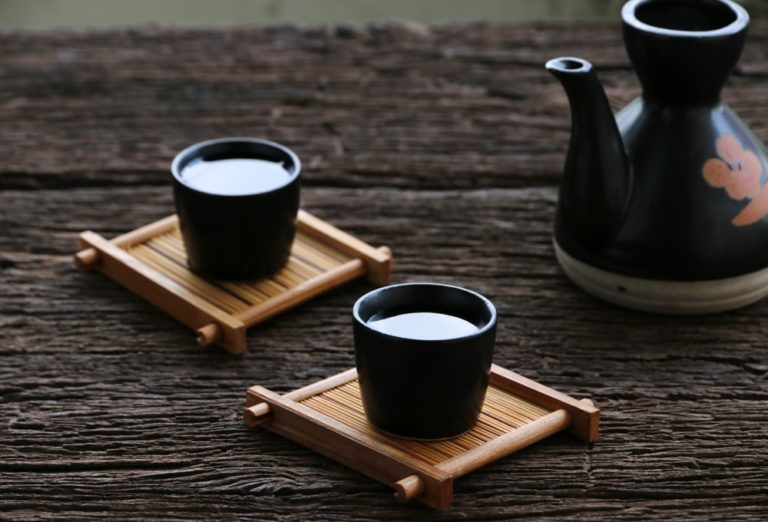 sake and cups